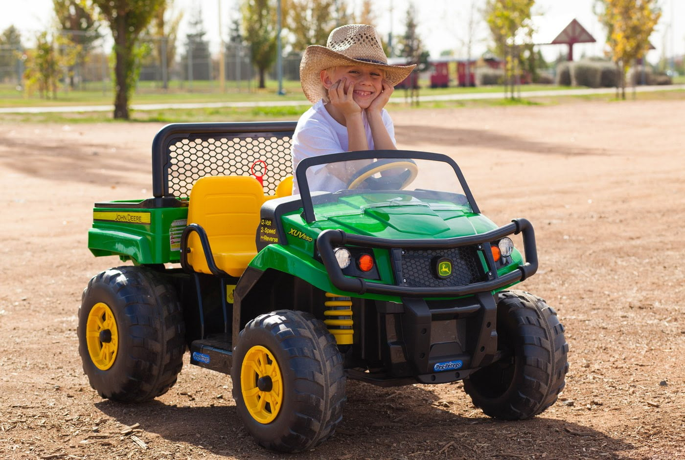 the top 10 best john deere ride on toys that make little. Black Bedroom Furniture Sets. Home Design Ideas